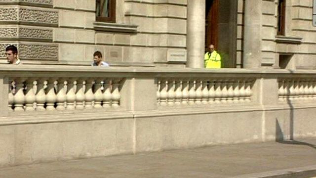 Barrera contra ataques de camiones en Whitehall.