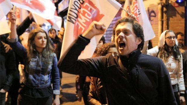 متظاهرون ضد نتيجة الاستفتاء