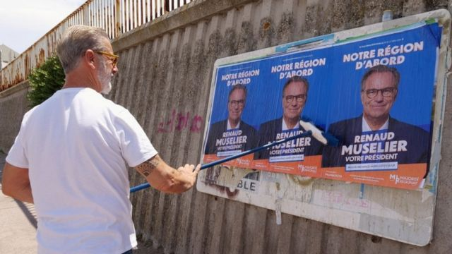 Marsilya'da Cumhuriyetçi aday Renaud Muselier'in posterleri