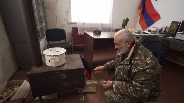 Глава Шурнуха Акоп Аршакян переехал из перешедшей Азербайджану части села. Он с семьей живет и работает в здании администрации