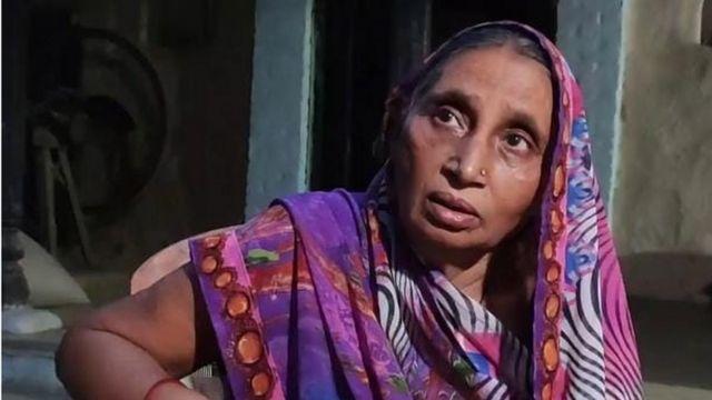 Covid di India: Foto viral di balik cerita pilu seorang ibu yang putranya  meninggal dunia setelah ditolak rumah sakit dan dirampok di jalan - BBC  News Indonesia