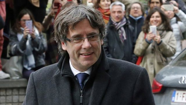 Catalonia's sacked former president Carles Puigdemont arrives to speak to journalists at the Press Club in Brussels, Belgium, on 31 October