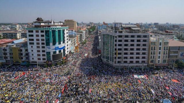 ဖေဖော်ဝါရီ ၂၂ မန္တလေးမြို့က ၂၂၂၂၂ နေ့ ဆန္ဒပြမှု