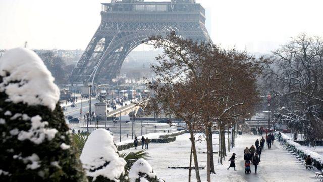 برف پاریس بی سابقه گزارش شده