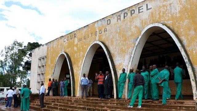 Le gouvernement burundais réfute les déclarations des défenseurs des droits de l'homme et estime que les prévenus ont comparu dans des conditions normales.