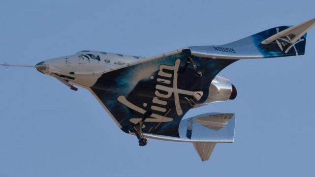 Virgin Galactic VSS Unity mendarat sesudah uji terbang 13 Desember 2018 di Mojave, Kalifornia.