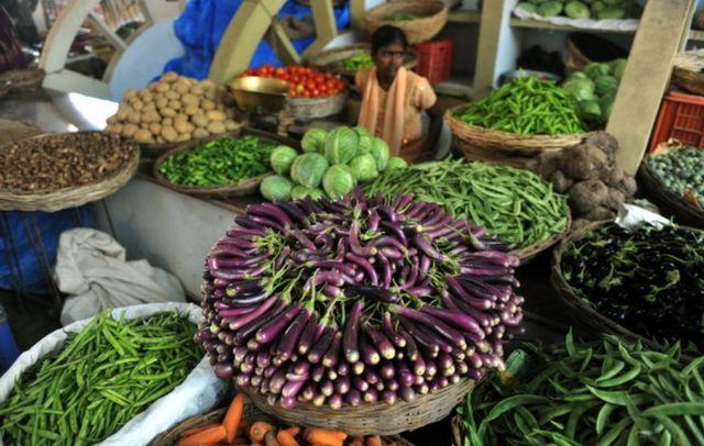 Una vendedora de vegetales en India