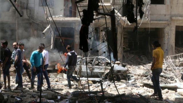 病院以外の場所の空爆でも30人以上が死亡した