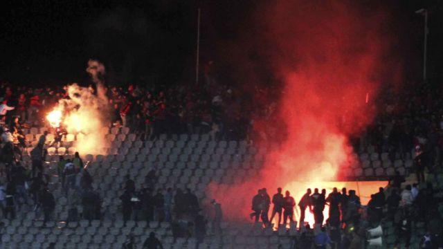اشتعال النيران في المدرجات في اشتباكات بورسعيد