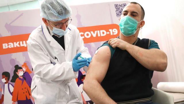 Более 400 тысяч белорусов хотят привиться от коронавируса.