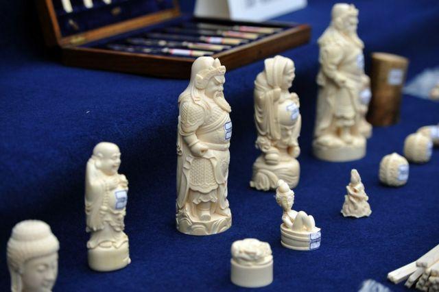 Des produits en ivoire importés illégalement et confisqués par la police du Yunnan à Kunming, dans la province du Yunnan, au sud-ouest de la Chine