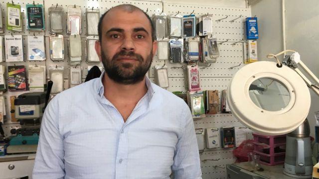 Cizre'de telefon tamirciliği yapan Sami Bıyık