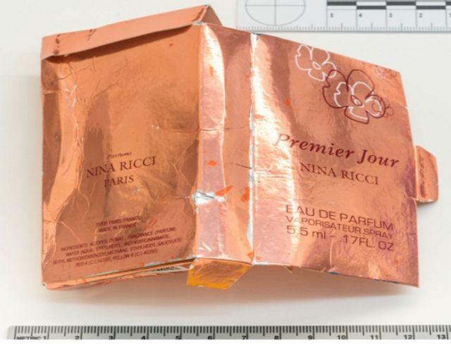 """Британская полиция заявляет, что флакон с """"Новичком"""" был найден в этой коробке"""