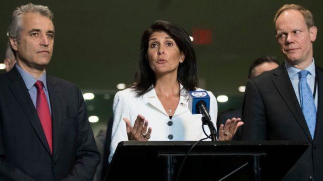 Alexis Lamek, Nikki Haley y Matthew Rycroft, representantes de Francia, Estados Unidos y Reino Unido en la ONU.