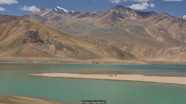 雅什库湖( Lake Yashikul)是横跨帕米尔公路半个旅程的巨大淡水湖