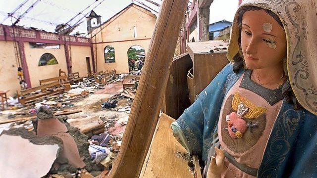 Imagen de la destrucción en la iglesia de Bojayá.