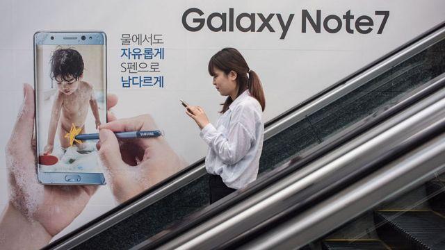 Aviso publicitario de Galaxy Note 7 en unas escaleras mecánicas de Corea del Sur.