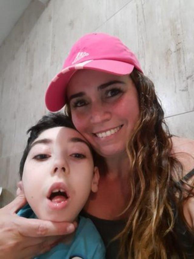 Cíntia Duarte e seu filho Bernardo