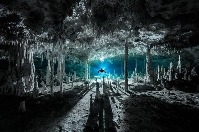 Cenote Dos Pisos, Quintana Roo, México.