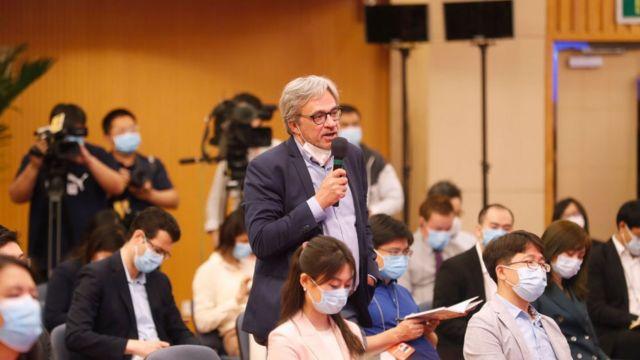 中国两会答记者问