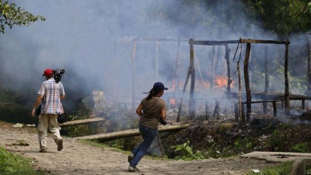 रखाइन में जलते हुए गांव