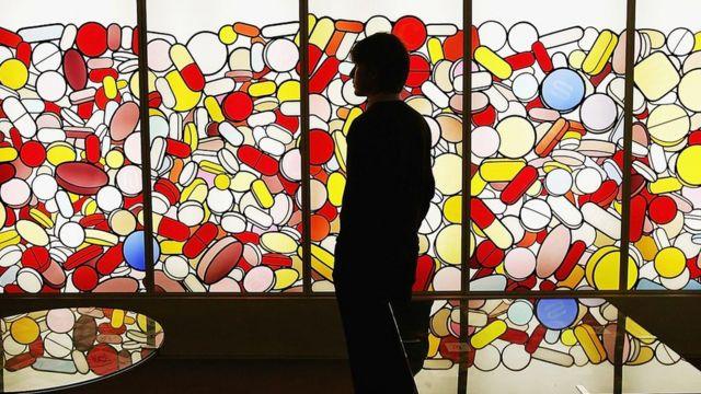 2004年,苏富比药房拍卖的预展 | Getty Images