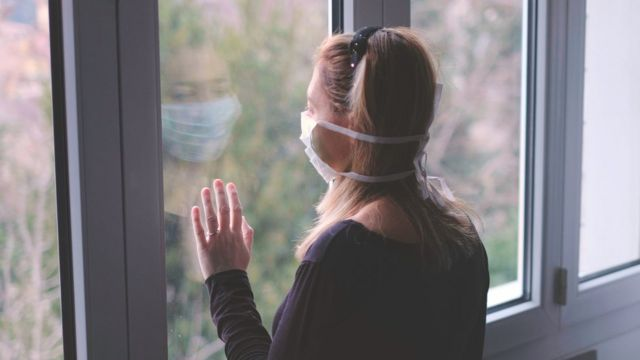 Mulher em isolamento social
