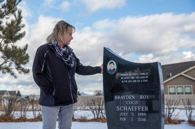 """""""Prométeme que pensarás en mí siempre que mires al cielo y veas una estrella"""" dice la tumba del hijo de Melissa Schaeffer."""