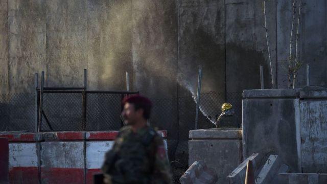 ஆஃப்கானிஸ்தான் : அரசு ஊழியர்களை குறிவைத்து தற்கொலை குண்டு தாக்குதல்; 5 பேர் பலி
