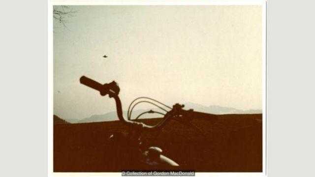 Wendelle C Stevens mengumpulkan koleksi foto UFO terlengkap di dunia, termasuk foto ini oleh Billy Meier.