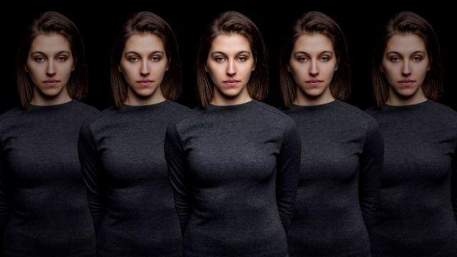 Mulher com imagem repetida