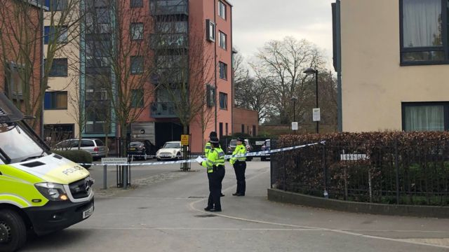 Isleworth stabbing: Teenage boy dies after chase