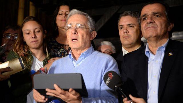 """Uribe le habla a la nación luego del triunfo del """"no""""."""