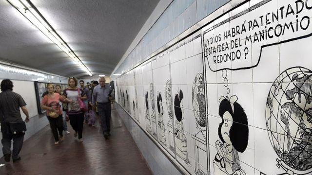 Murales de Mafalda en el metro de Buenos Aires.