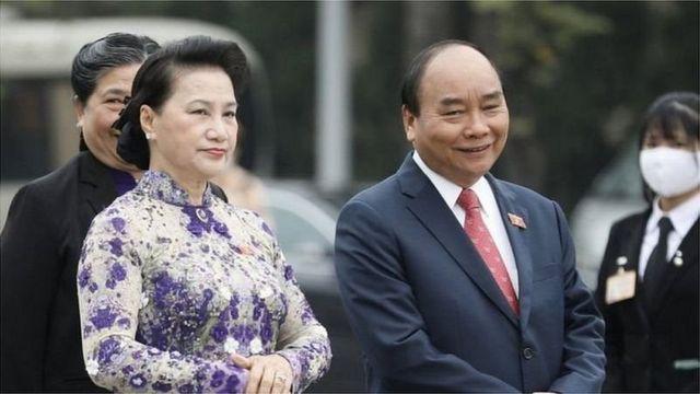 Ông Nguyễn Xuân Phúc (phải)