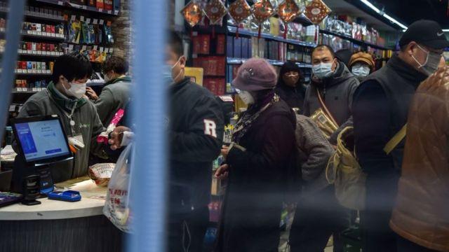 武汉市民争相外出购买粮食,当地人透露目前食物供应尚算充足。