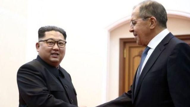 Орусиянын тышкы иштер министри Сергей Лавров Түндүк Кореяга барып, Ким Чен Ын менен жолукту