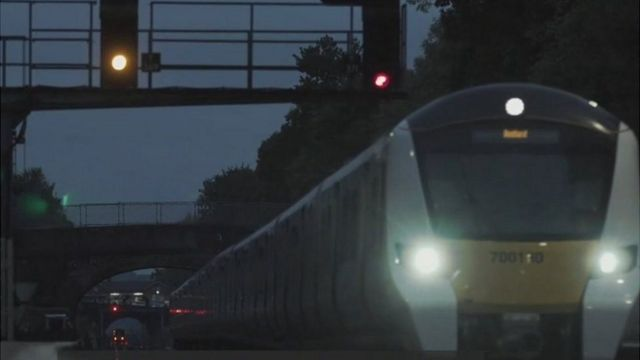 Tren al anochecer.