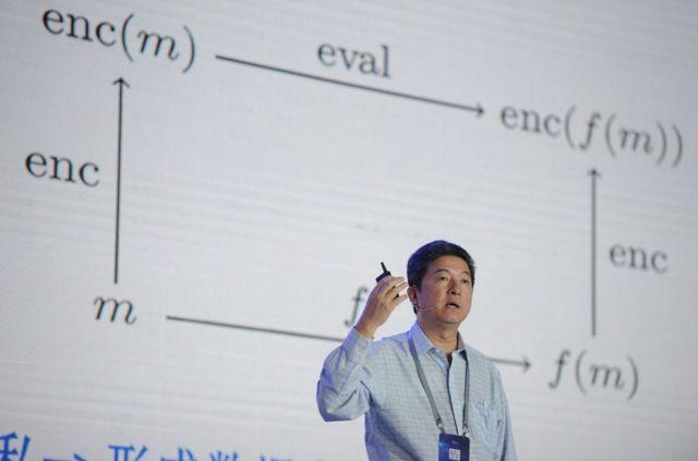 """张首晟的家人在这份英文讣告中称,张首晟""""渴望通过科学研究见证世间的壮丽,他给整个世界带来了孜孜以求的精神。"""""""