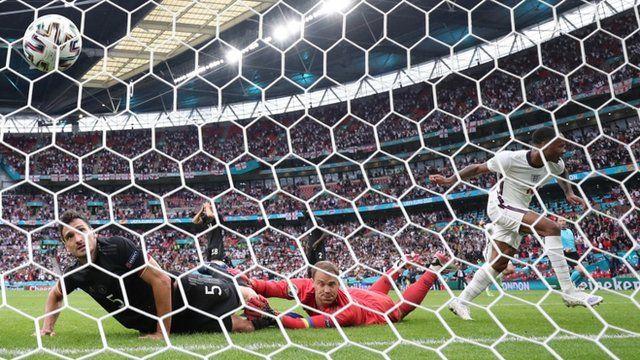 رحیم استرلینگ، نخستین گل انگلیس را به ثمر رساند