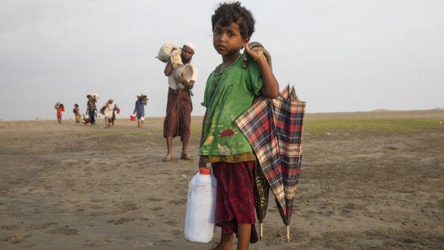 ज्यादातर रोहिंग्या नदी पार कर बांग्लादेश पहुंच रहे हैं क्योंकि जमीन के रास्ते आने कहीं कठिन है