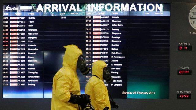 Специалист проверяют аэропорт Куала-Лумпура на предмет ядовитых веществ