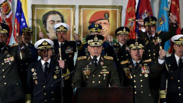 La cúpula militar de Venezuela expresa su apoyo al gobierno de Maduro.