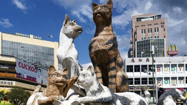 Скульптуры кошек в Кучинге