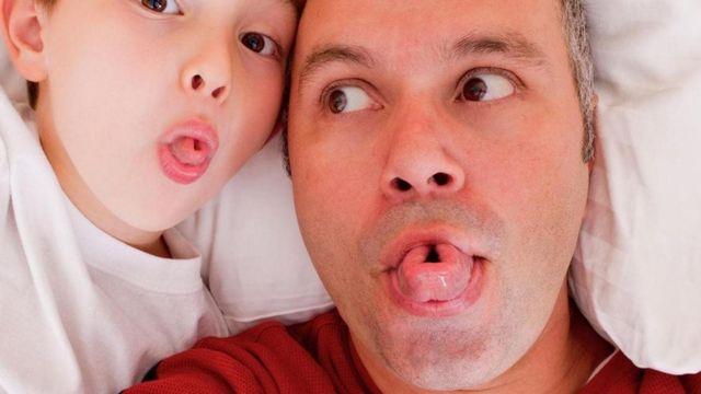 父子一起卷舌