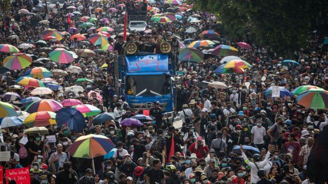 Biểu tình đòi dân chủ do sinh viên lãnh đạo tại Bangkok ngày 14/10/2020