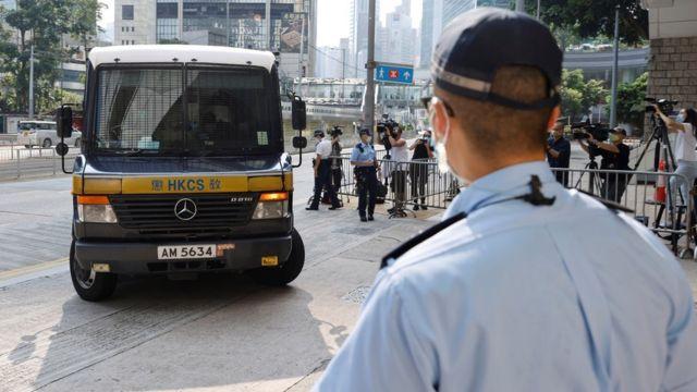 载着唐英杰的监狱囚车抵达香港最高法院大楼(27/7/2021)