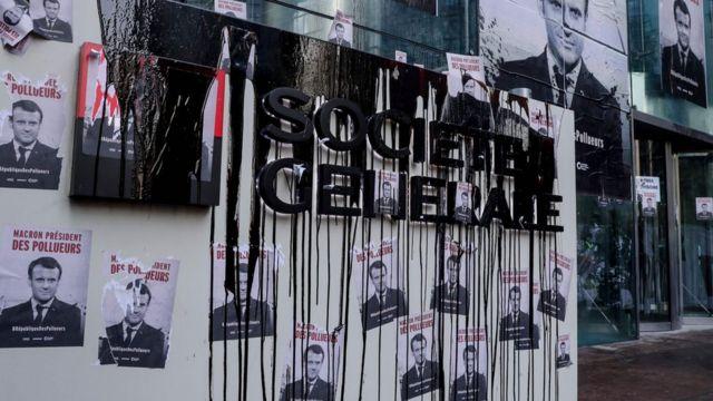 Çevreciler Paris'teki Societe Generale bankasını da hedef aldı.