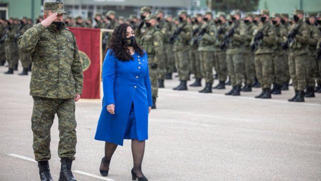 فيوسا عثماني أثناء استعراض عسكري في ذكرى إعلان استقلال كوسوفو