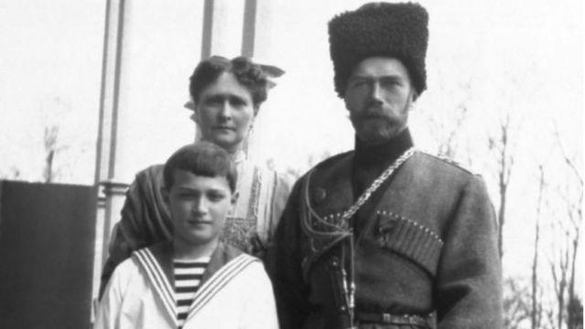 Главная если не единственная цель жизни императрицы Александры Федоровны состояла в том, чтобы ее возлюбленный сын Алексей унаследовал трон своего отца
